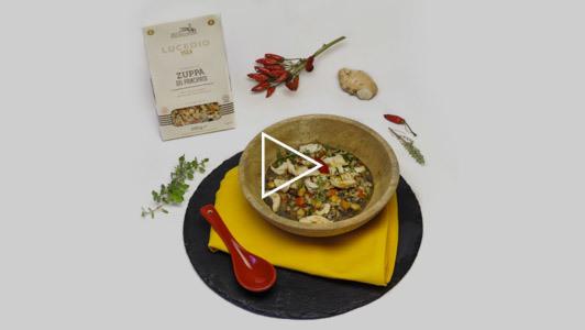 Zuppa di legumi e cereali con pollo allo zenzero