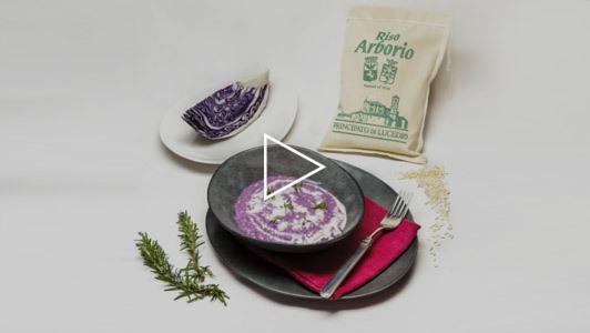 Risotto al cavolo viola e fonduta di toma con rosmarino